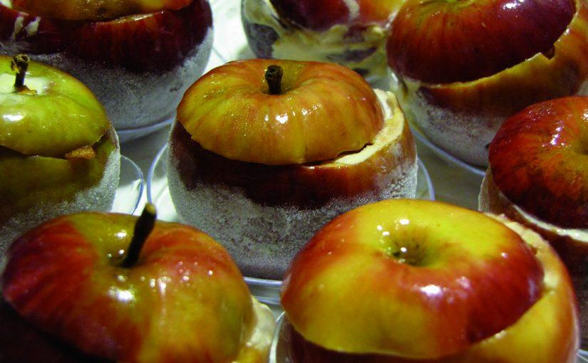 Pomme confite 7H, épices, vanille et tuile au thé vert